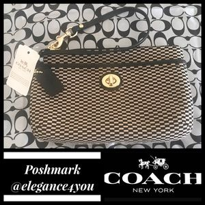 ✨COACH✨Authentic Jacquard Wristlet NEW!